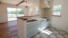 床がタイル張りのキッチン