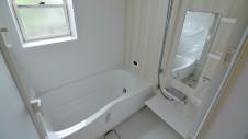 甲府市 漆喰の塗り壁の家 お風呂