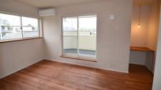 甲府市 漆喰の塗り壁の家 寝室