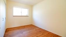 境川町 塗り壁の平屋 主寝室