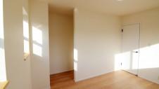 甲府市 塗り壁のお家 子供部屋3