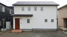 笛吹市 塗り壁のかわいい家 外観正面