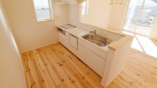 笛吹市 パイン無垢材の床の家 キッチン1
