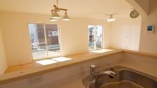 笛吹市 パイン無垢材の床の家 キッチン3