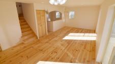 笛吹市 パイン無垢材の床の家 リビング2