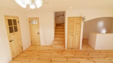 笛吹市 パイン無垢材の床の家 リビング3