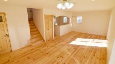 笛吹市 パイン無垢材の床の家 リビング4
