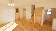 笛吹市 パイン無垢材の床の家 リビング5