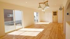 笛吹市 パイン無垢材の床の家 リビング6