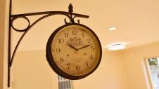 笛吹市 塗り壁のかわいい家 アンティーク調壁掛け時計