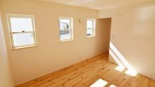 笛吹市 パイン無垢材の床の家 2F部屋3