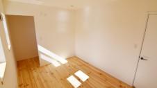 笛吹市 パイン無垢材の床の家 2F部屋5