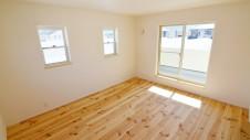 笛吹市 パイン無垢材の床の家 2F部屋6