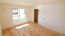 笛吹市 パイン無垢材の床の家 2F部屋7