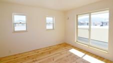 笛吹市 パイン無垢材の床の家 2F部屋8