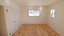 笛吹市 パイン無垢材の床の家 2F部屋9