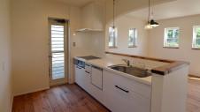 山梨市 塗り壁とエイジング加工のかわいい家 キッチンエリア1