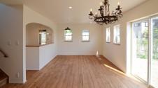 山梨市 塗り壁とエイジング加工のかわいい家 リビング2