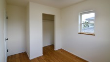 山梨市 塗り壁とエイジング加工のかわいい家 2F部屋2