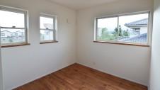 山梨市 塗り壁とエイジング加工のかわいい家 2F部屋4