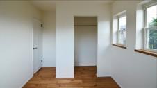 山梨市 塗り壁とエイジング加工のかわいい家 2F部屋5