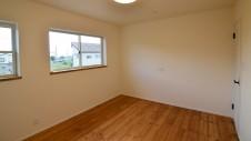 山梨市 塗り壁とエイジング加工のかわいい家 2F部屋8