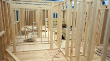 甲府市山宮に建つエイジング加工を施した大きなお家 上棟工事1