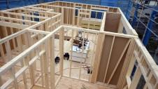 甲府市山宮に建つエイジング加工を施した大きなお家 上棟工事2