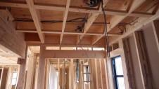 甲府市山宮に建つエイジング加工を施した大きなお家 内装工事1