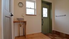 笛吹市石和町 エイジング加工のキュートな家 玄関1
