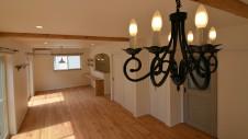 笛吹市石和町 エイジング加工のキュートな家 リビングシャンデリア