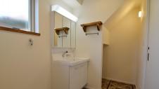 甲府市山宮 ナチュラルモダンのお家 洗面台と造作棚