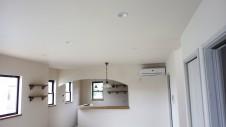甲斐市に建つ書斎からガレージが見れるインダストリアルデザインのお家 内装