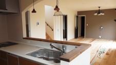 甲斐市に建つ書斎からガレージが見れるインダストリアルデザインのお家 内装工事17