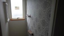 山梨市に建築中の大好きな自然素材の漆喰がこだわりのかわいい家 アクセントの壁紙