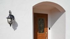 甲斐市龍地 漆喰仕上げのキュートなお家 玄関アーチ