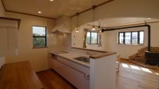 甲府市山宮に建つエイジング加工 キッチン1