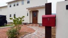 市川三郷 猫ちゃんが快適に住めるカワイイお家 漆喰の塗り壁のお家 玄関ポーチ