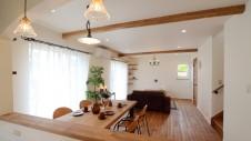 市川三郷 猫ちゃんが快適に住めるカワイイお家 キッチンからのリビング