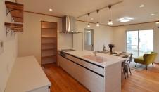 山梨市 自然素材の漆喰塗り壁のこだわりのかわいい家 キッチン