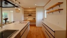山梨市 自然素材の漆喰塗り壁のこだわりのかわいい家 キッチン2