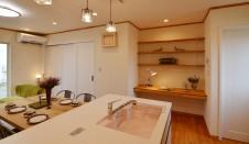山梨市 自然素材の漆喰塗り壁のこだわりのかわいい家 キッチン1