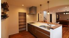 甲斐市に建つ書斎からガレージが見れるインダストリアルデザインのお家6