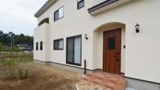 甲斐市に建つ書斎からガレージが見れるインダストリアルデザインのお家7