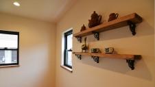 甲斐市に建つ書斎からガレージが見れるインダストリアルデザインのお家10