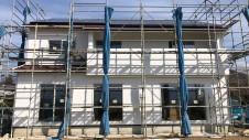 甲州市に建つ太陽光発電とお庭にこだわったお家 外装工事11