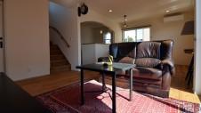 笛吹市に建つくつろぎのカフェスタイルのお家-内装3