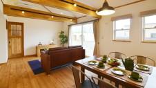 笛吹市に建つ広々平屋のフラットハウス ダイニングテーブル