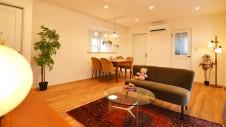 昭和町に建つねこちゃんと暮らすかわいいフラットハウス ホッと一息 ダイニング