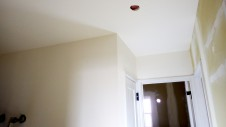 中央市に建つ、自然素材の漆喰を使った塗り影がかわいいお家